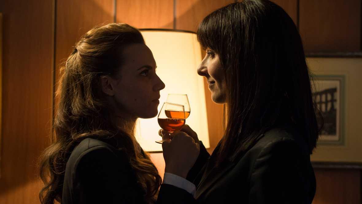 Amelia e Irene en el epílogo de la T2 (Cambio de Tiempo, 2x13)