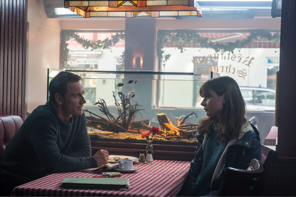 Michael Fassbender y Rebecca Ferguson encarnan a la pareja de detectives encargada de desenmascarar al asesino.