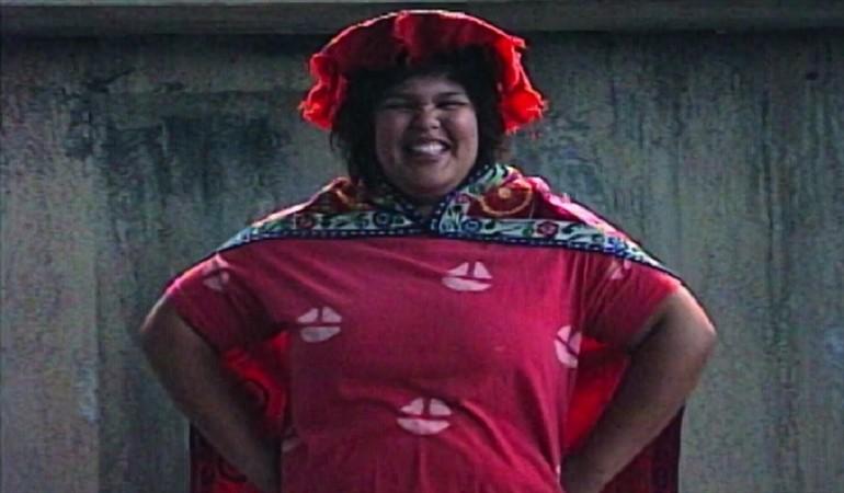 GLOW-Carmen sonriendo