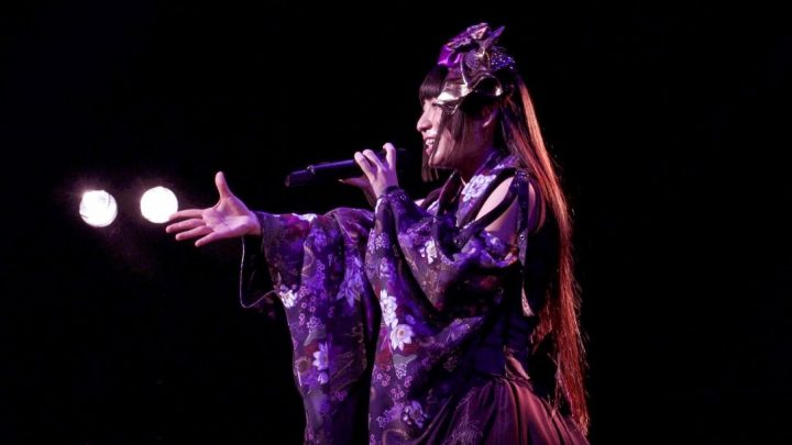 Rio Hiiragi en uno de sus conciertos