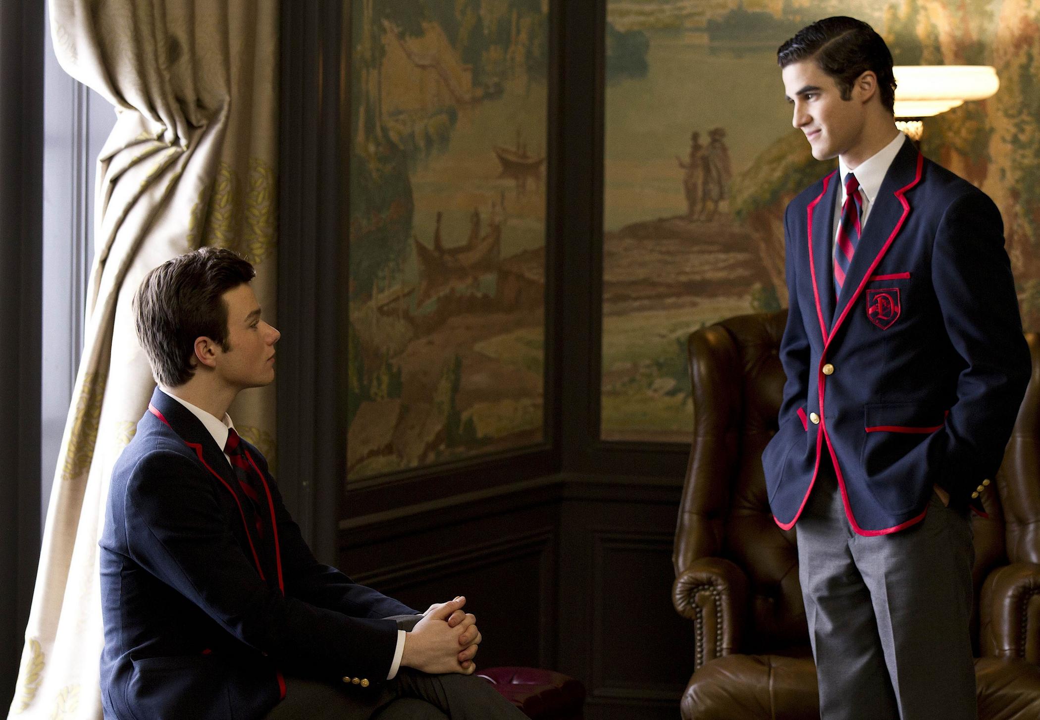 Darren Criss y Chris Colfer como Blaine Anderson y Kurt Hummel en su primer encuentro en Glee