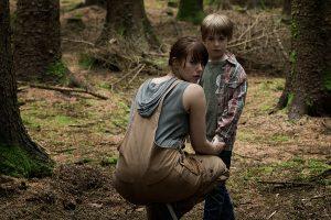 Chris paseando por el bosque sin permiso